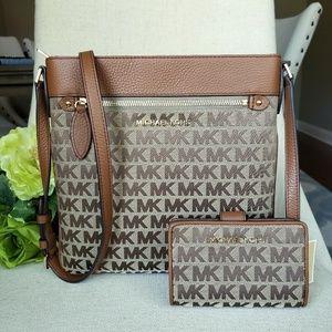 🌺Michael Kors crossbody bag and wallet set beige